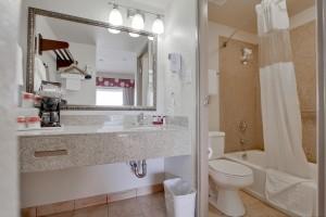 Ramada by Wyndham San Diego Airport - Full bathroom at San Diego Ramada