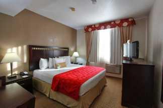Ramada by Wyndham San Diego Airport - 1 King Bedroom Guestroom