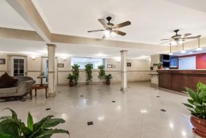 Ramada by Wyndham San Diego Airport - Lobby at Ramada San Diego Airport