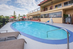 Ramada San Diego Airport - Enjoy a swim in our outdoor pool